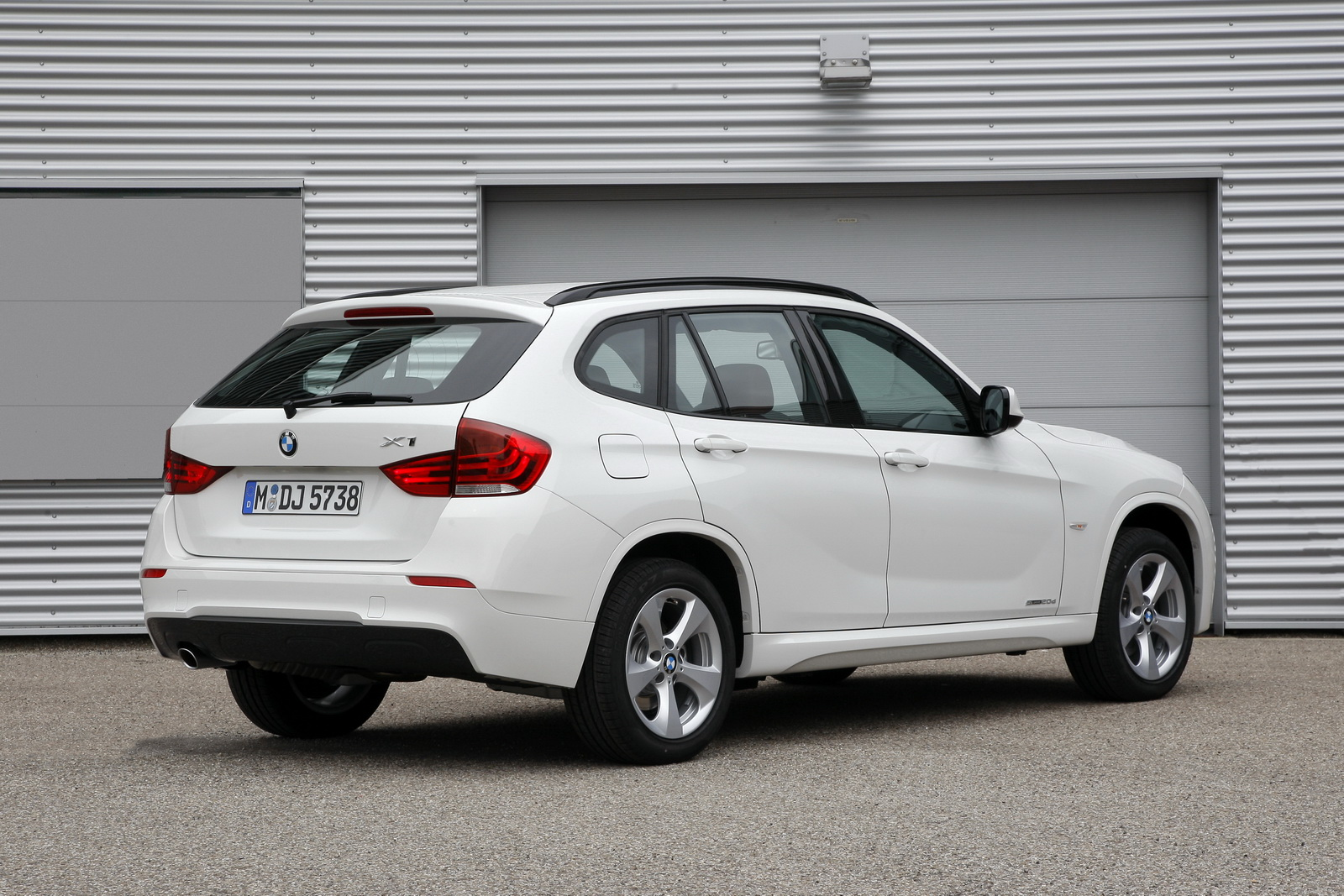 bmw x1 with two version of engine 39 s vivid car. Black Bedroom Furniture Sets. Home Design Ideas