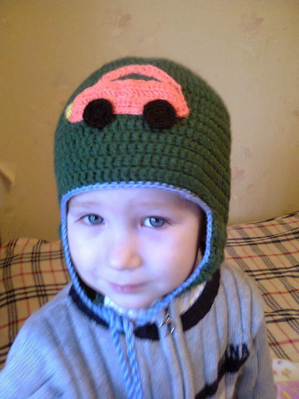 Аппликация Машинка крючком для шапки мальчика