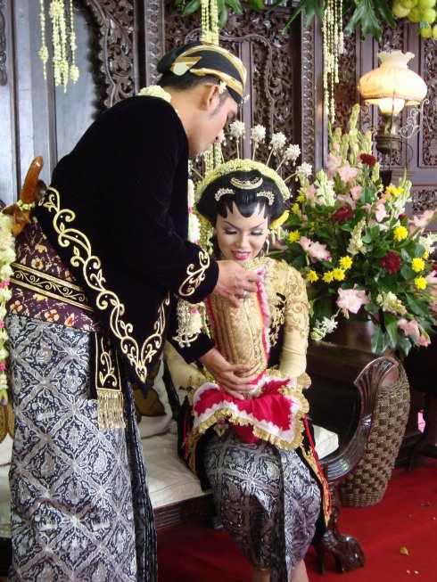 Traditional Javanese wedding customs - 56.8KB