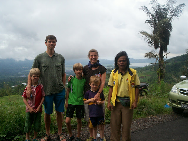 sulawesi happy family travel