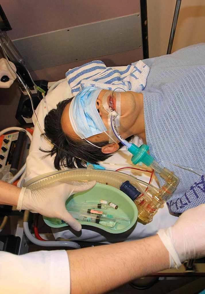 Kevin Lau ingressou no hospital em estado crítico, mas sobreviveu