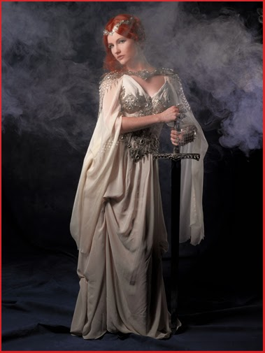 Quête du Graal Dame Femme Chevalier Robe Armure Camelot épée Bijoux Excalibur Sword Kamelot Lady Woman Knight Dress Armour Warrior Medieval Fantasy Photoshooting