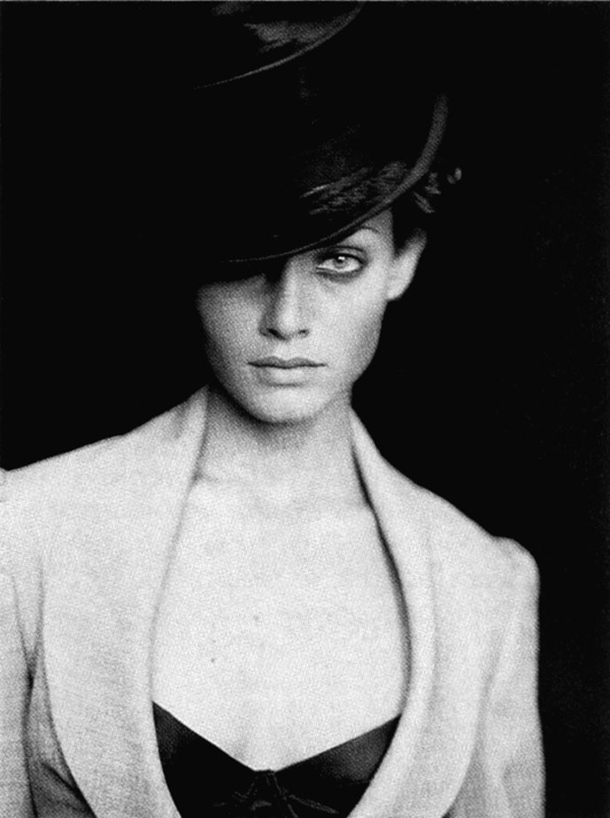 Amber Valletta in Double jeu | Vogue Paris May 1994 (photography: Paolo Roversi, styling: Vincent Darre)