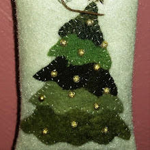 WOOL APPLIQUE CHRISTMAS TREE ORNAMENT