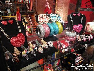 accessories, heart, necklace, earrings, rings, bracelet, pink, red, rhinestones, snake, skull, squid, tucan, frog,