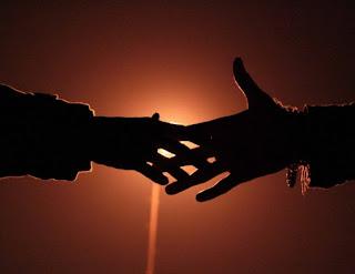 Gambaran hukum orang berjabat tangan dalam islam