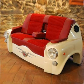 Canapé Fait avec une Voiture Seat 600, Meubles avec des Voitures Recyclées