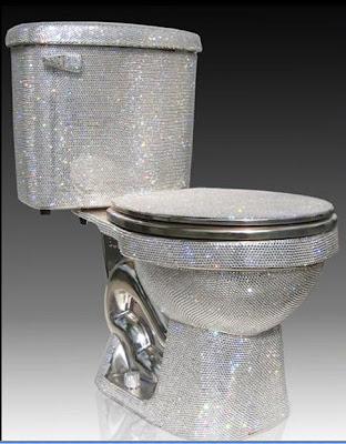 10 Bentuk Toilet Paling Unik di Dunia