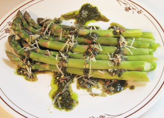 asparagus with balsamic-pesto dressing