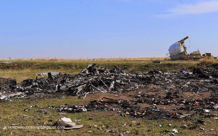 Cận cảnh máy bay Malaysia MH17 bị rơi vì tên lửa bắn 5