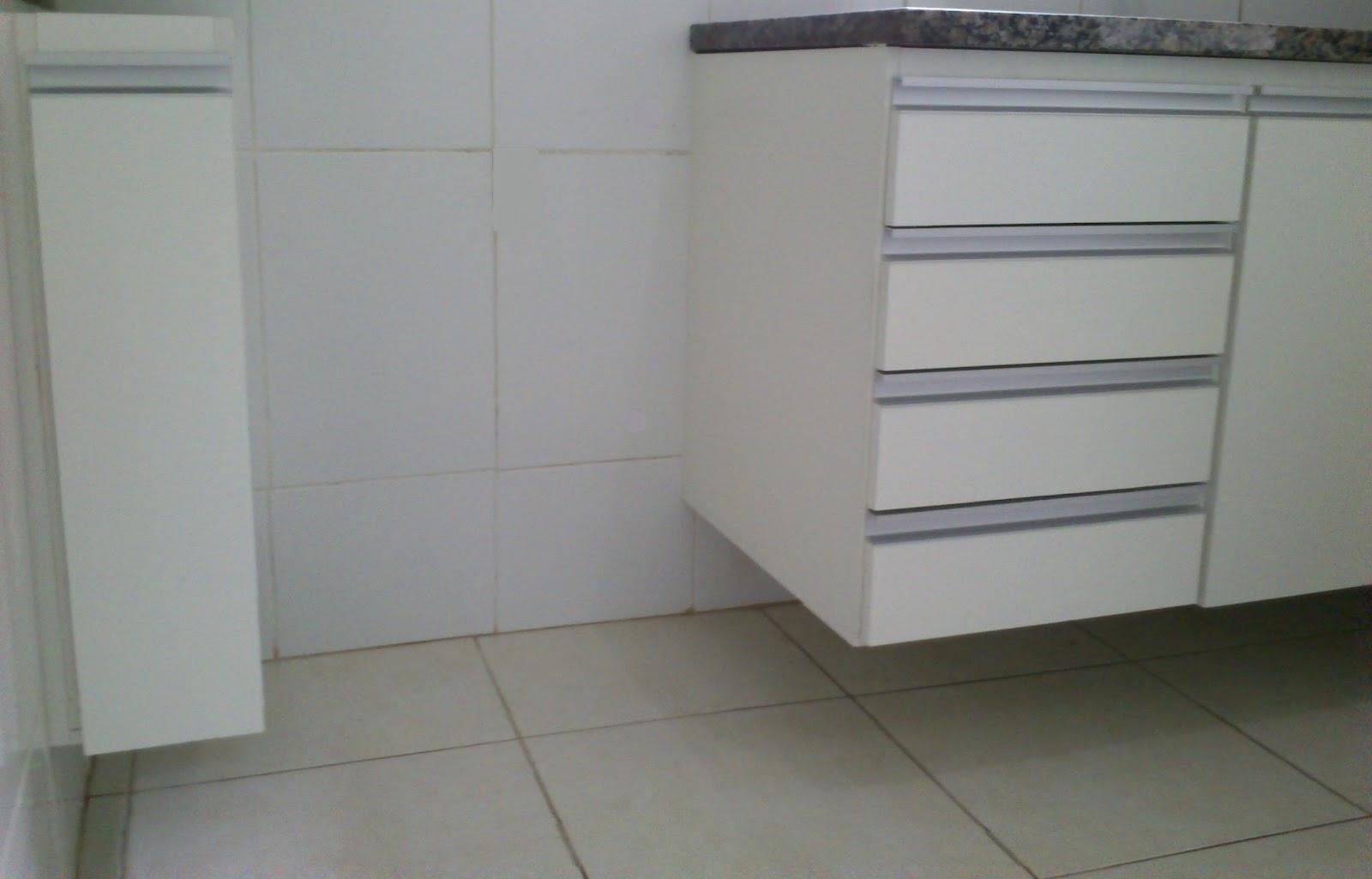 Armário de Cozinha (Padrão Branco) Portas em 18mm Corrediças  #575248 1600 1025