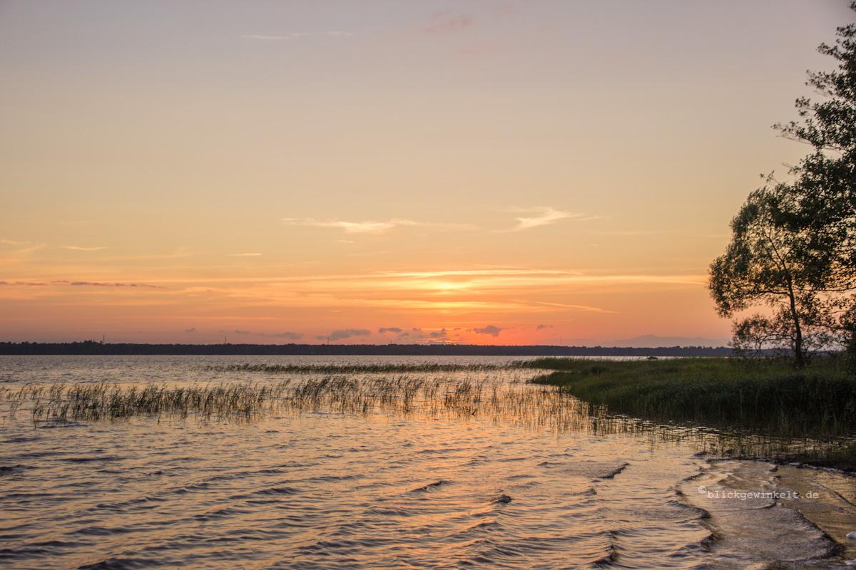 Sonnenuntergang am See in Südschweden