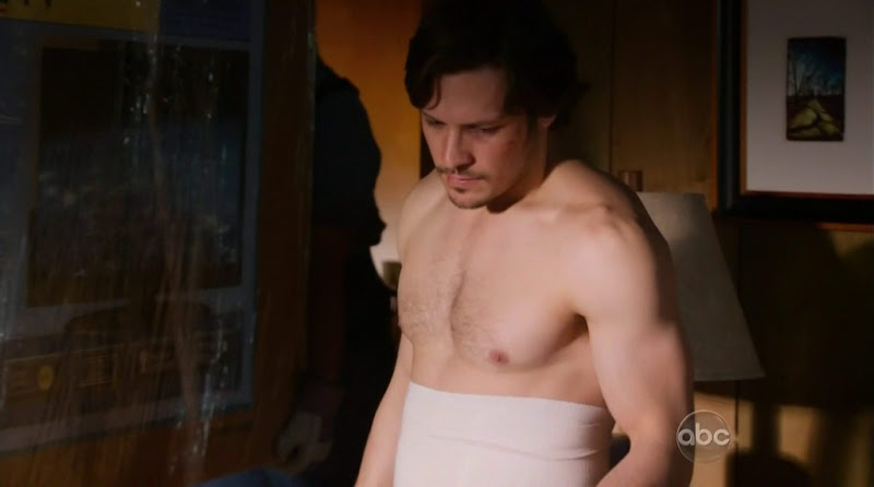 Nick Wechsler Shirtless in Revenge s1e14