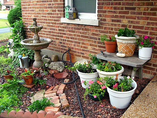 Cool designs for small houses backyard for Very small garden ideas