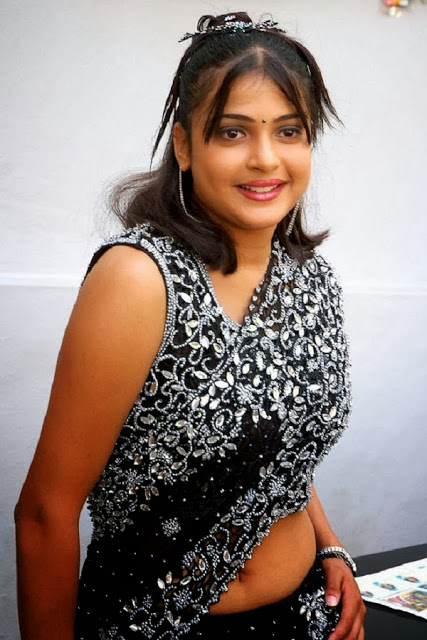 Cute Tamil Actress Nicole Dcosta