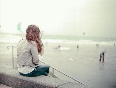 صورة بنت في حزن وألم بسبب الوحدة