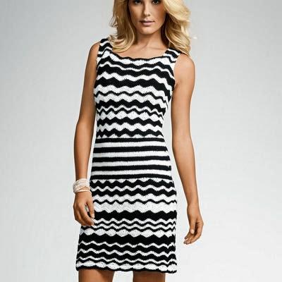 Vestido zig zag al crochet en blanco y negro