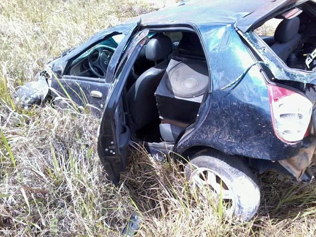 Adolescente de 14 anos morre após carro em que estava capotar no sul da Bahia (Foto: Divulgação/Polícia Rodoviária Federal)