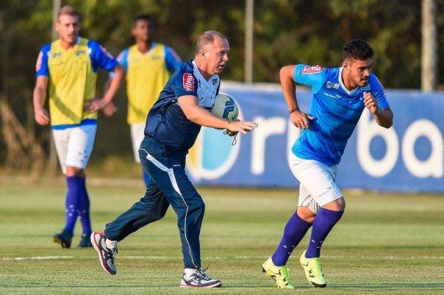 Mesmo com a volta de Leandro Damião, Mano Menezes manterá Vinícius Araújo na equipe titular (Foto: Pedro Vilela/Light Press)