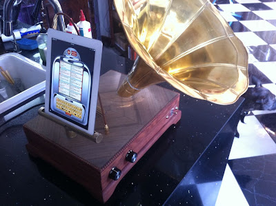 steampunk speaker system for iPad (iPhonograph)
