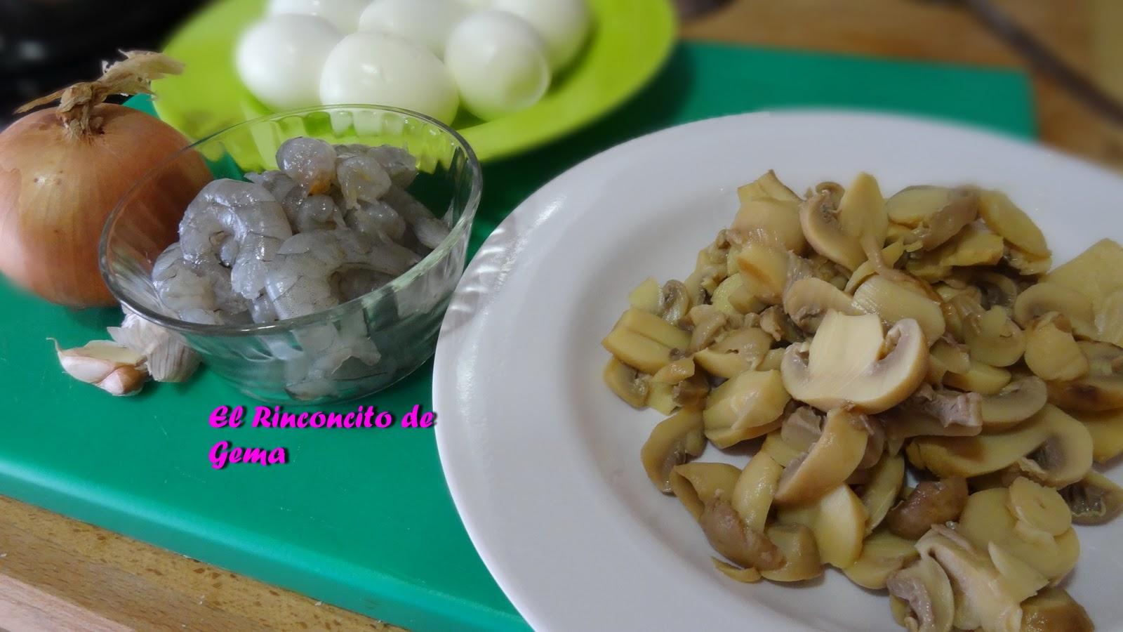 Huevos rellenos de champi ones y gambas for Cocinar champinones laminados