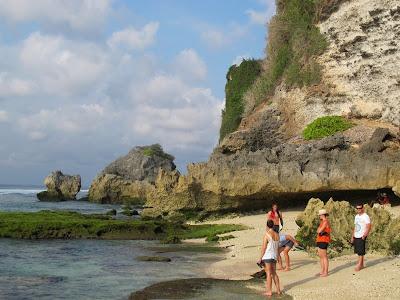 Ini Dia Pantai Dengan Tebing Dan Karang Cantik Di Bali [ www.BlogApaAja.com ]