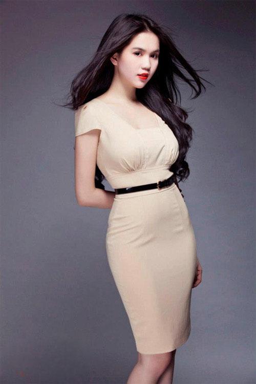 Thời trang công sở rẻ đẹp với váy cúp khoe vẻ eo thon lõn là của Ngọc Trinh