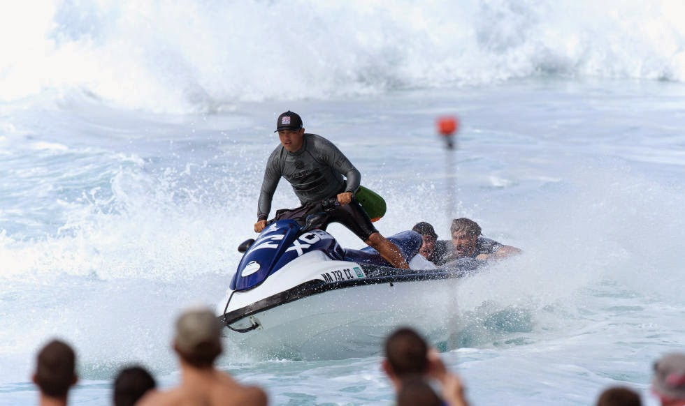 29 Billabong Pipe Masters Ski Rescue Foto ASP
