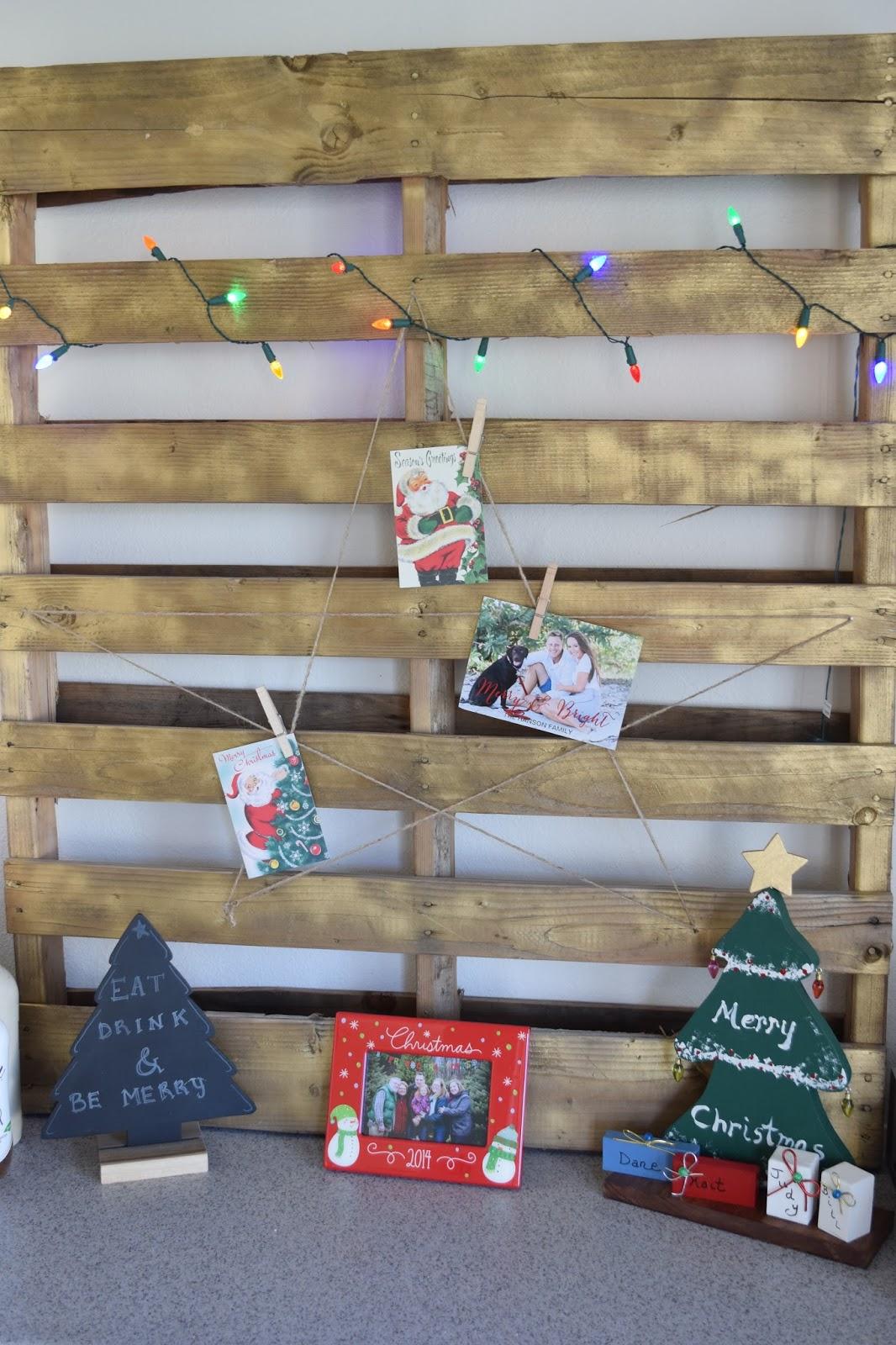 DIY: Pallet Christmas Card Holder - CommuniKait