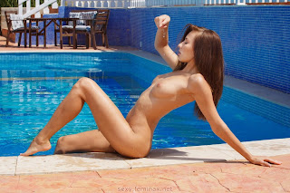 湿的猫 - feminax-sexy-michaela-isizzu-nude-and-naked-in-the-pool-15-798556.jpg