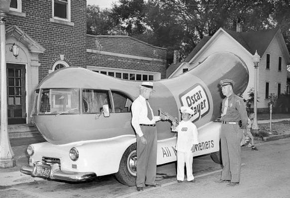 History Of American Food Trucks besides 2014 besides Wiener mobile moreover Top Dog moreover Photo Chicago Oscar Mayer Weinermobile 5. on oscar meyer truck whistle