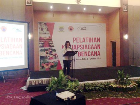 Sedikitnya 100 orang pemangku kepentingan di kota Bandung terlibat dalam pelatihan ini, terutama mereka yang bersinggungan dengan potensi gempa bumi akibat patahan Lembang (sesar Lembang).