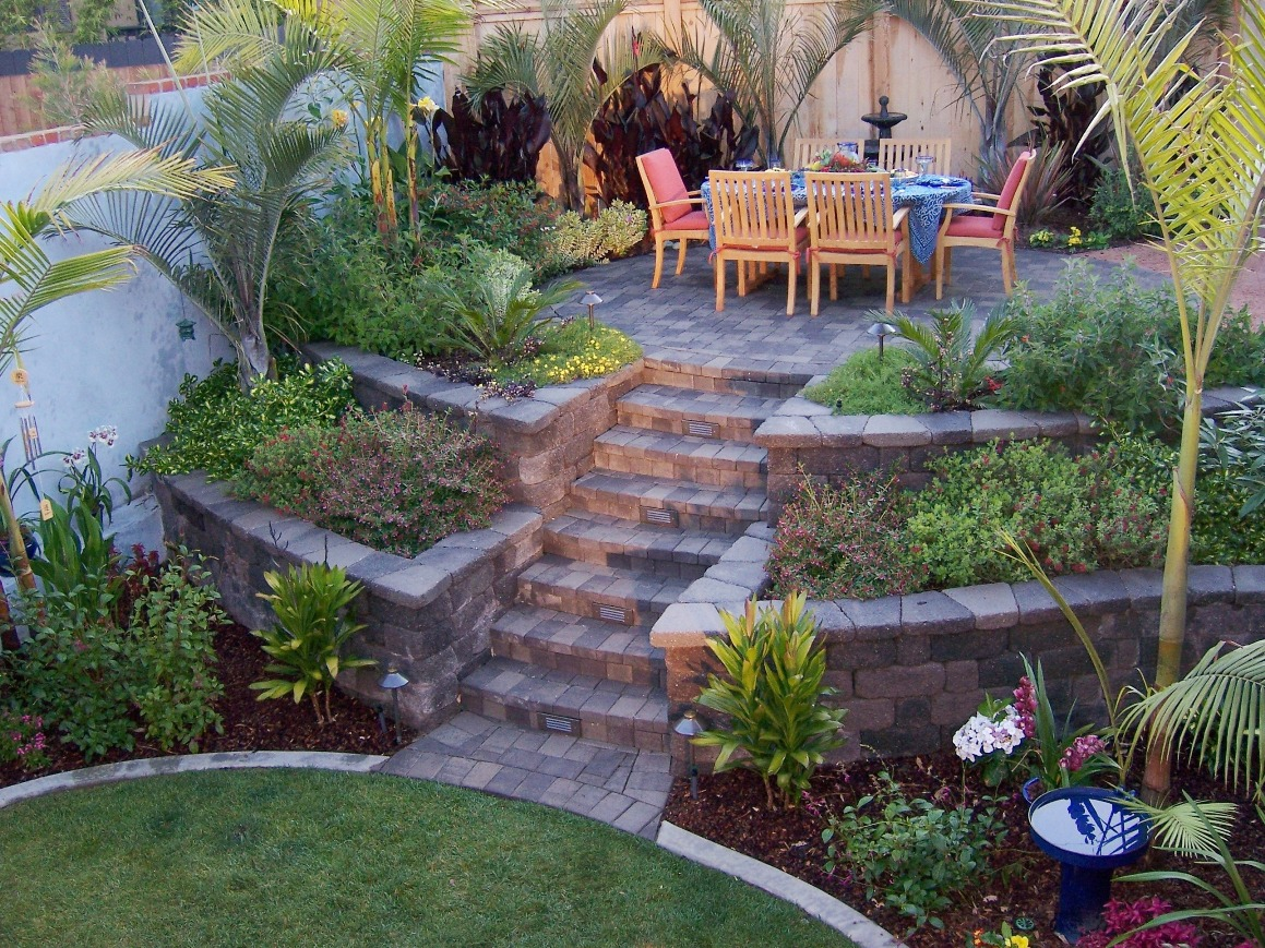 Retaining Wall Backyard Slope :   Photo  Country Manor Retaining Wall with Tumbled Paver Patio
