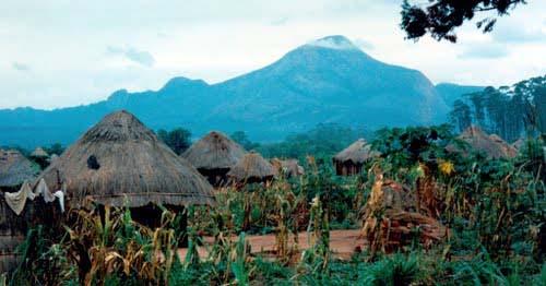 Monte Binga Visto de uma aldeia