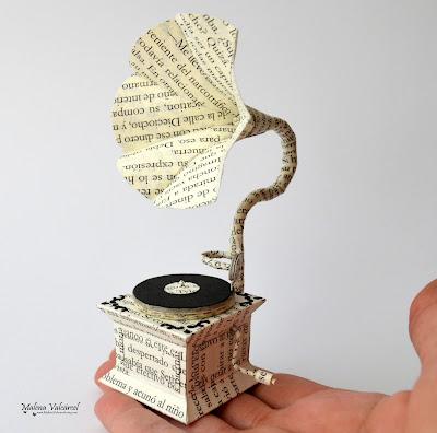 paper-arts-miniature-paper-gramophone