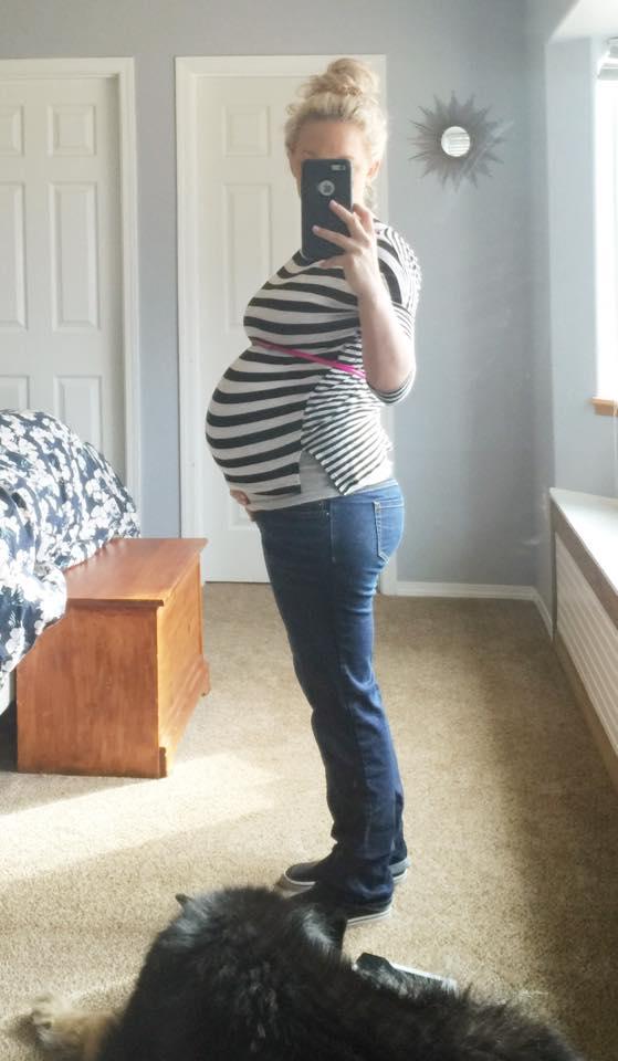 35 week pregnant belly