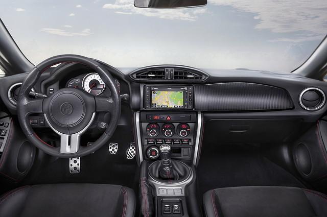 Toyota GT86, japoński sportowy samochód, boxer, RWD, wnętrze