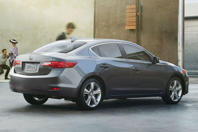2013-Acura-ILX-Exterior-Back