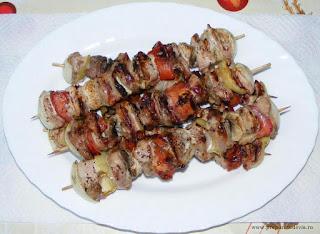 frigarui, retete culinare, retete de mancare, frigarui de porc, frigarui la gratar, frigarui de porc cu legume, frigarui cu carne si legume, frigarui cu carne de porc si legume, preparate culinare, retete pentru gratar, retete cu porc, preparate din porc, retete cu carne de porc, food, recipes, retete frigarui, reteta frigarui, gratar,