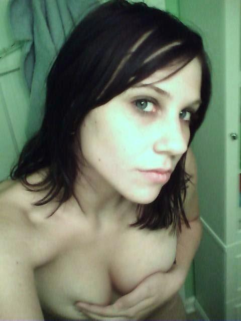 Ánonimas amateurs que han querido compartir sus fotos más sexys e íntimas con nosotros. Chicas sexys 1x2.