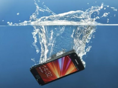 tips to treat phone if fall into water