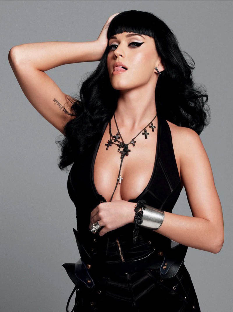 katy perry sexy handbra photos 01