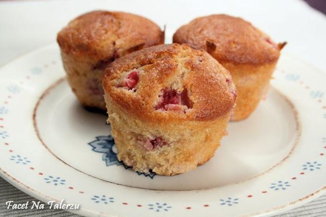 owocowe muffinki z truskawkami