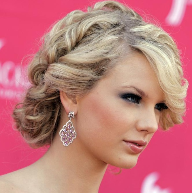 Taylor Swift Hairstyles With Curly Hair