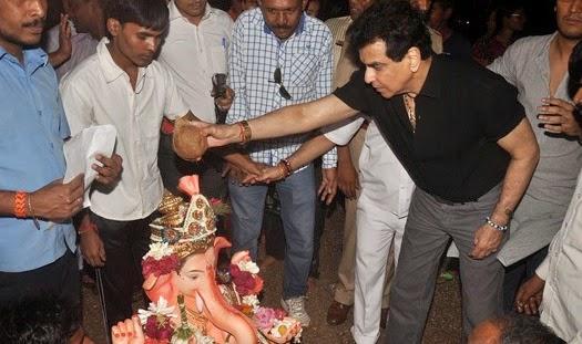 Tusshar Kapoor, Ekta Kapoor and Jeetendra snapped at Ganpati Visarjan