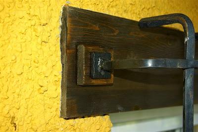 Instalación de una reja de forja sin obra
