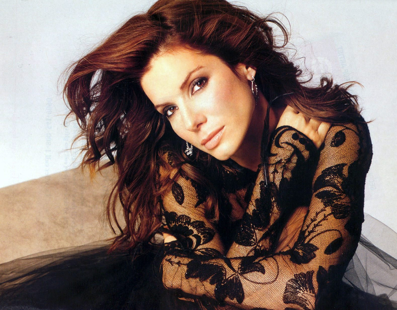 http://1.bp.blogspot.com/-_cJfWgExsGM/UH-UyFDJVvI/AAAAAAAAGTE/xKfzaUGuhTE/s1600/Sandra-bullock-hairstyles-69.jpg
