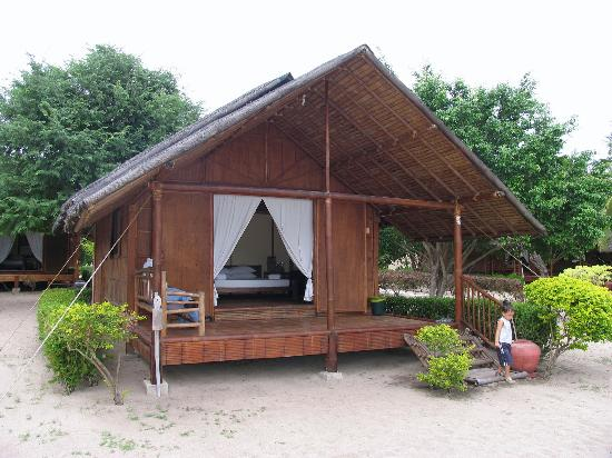 Philippine Native House Design Bamboo http://travellerscatalogue.blogspot.com/2011/02/nipa-hutsbamboo-huts-i-am-working-on.html