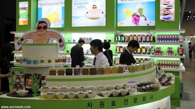 Promocionando té con la imagen de PSY