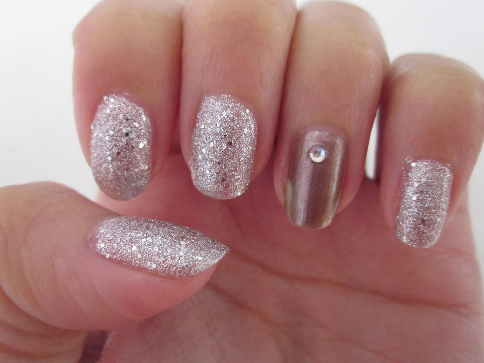 My Serendipities: Simple Holiday Nails